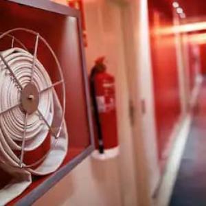 Extintores e mangueiras de incêndio